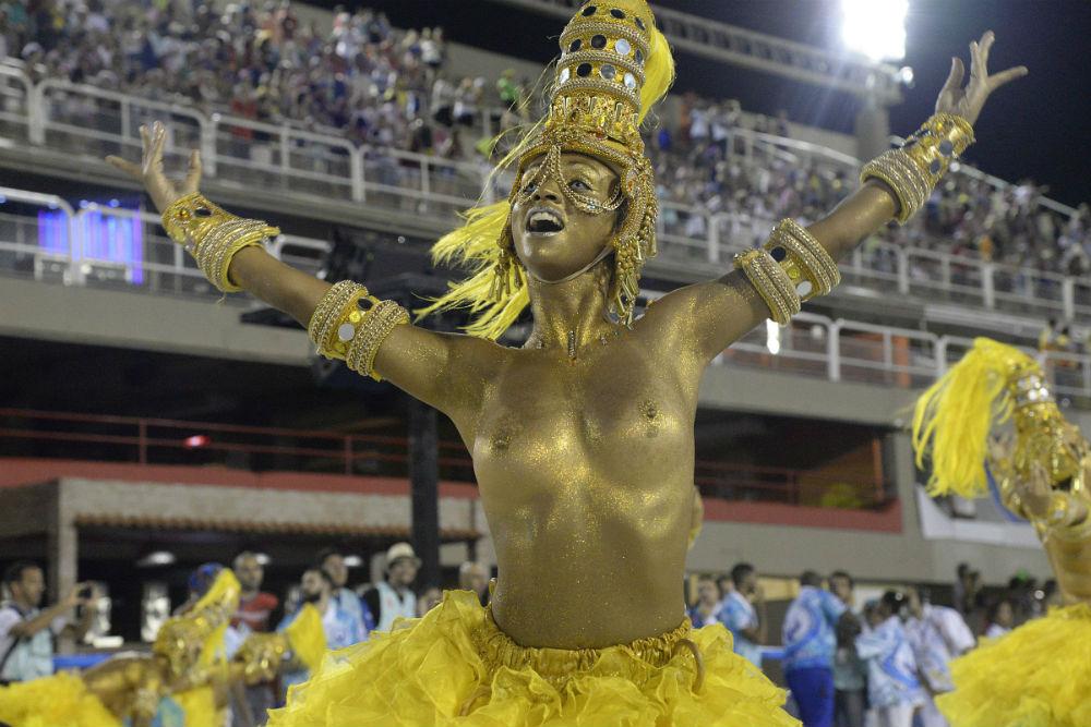 Участница карнавала в Сан-Паулу.