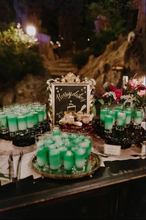 Гости угощались лучшими зельями из кондитерской «Сладкое королевство».