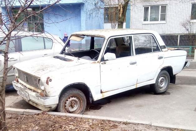 Старые автомобили , в особенности отечественные рыдваны образца второй половины прошлого века , почт
