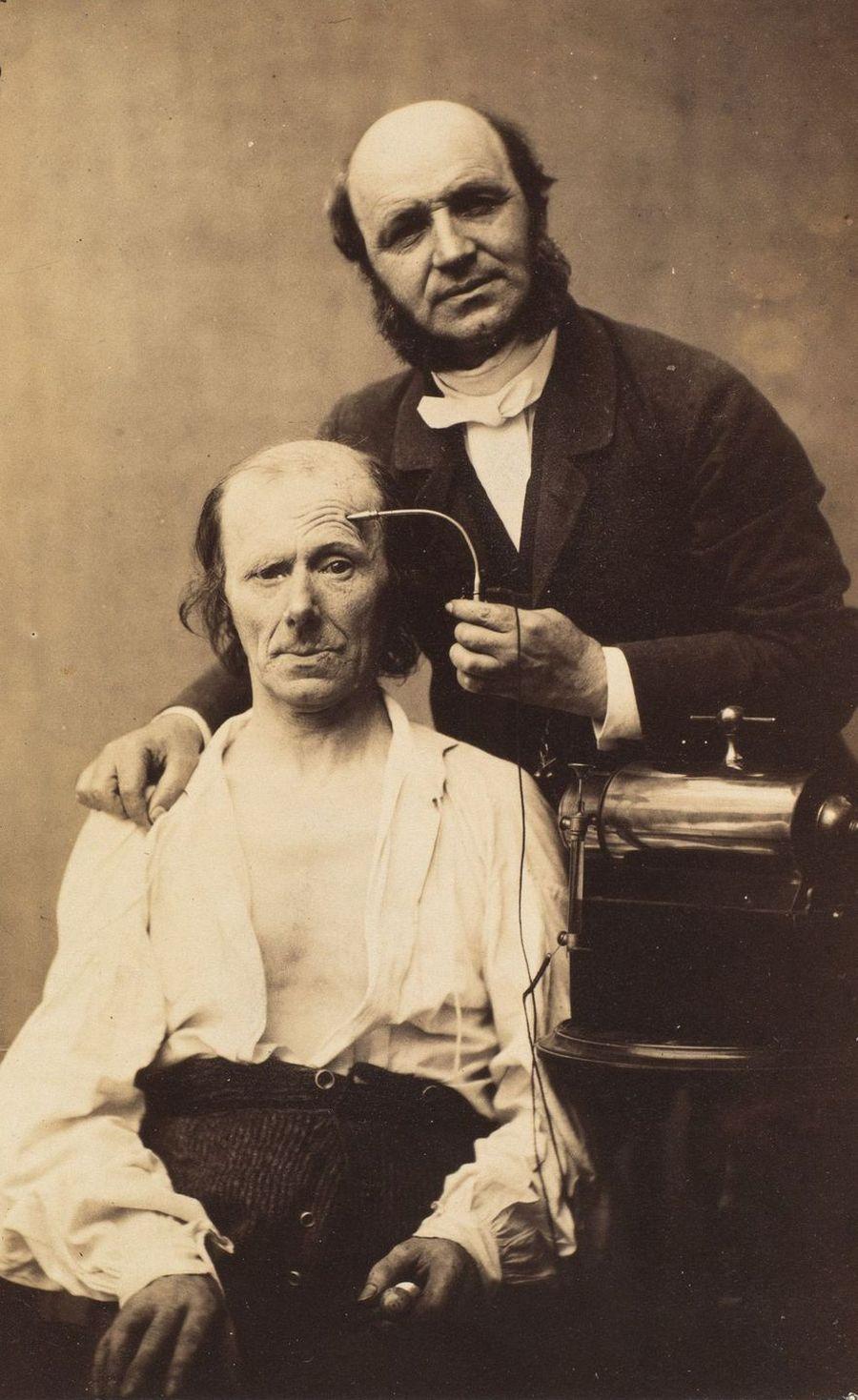 Наука, ты меня пугаешь: как невропатолог Дюшен де Булонь изучал эмоции и мышцы лица в 1862 году (17 фото)