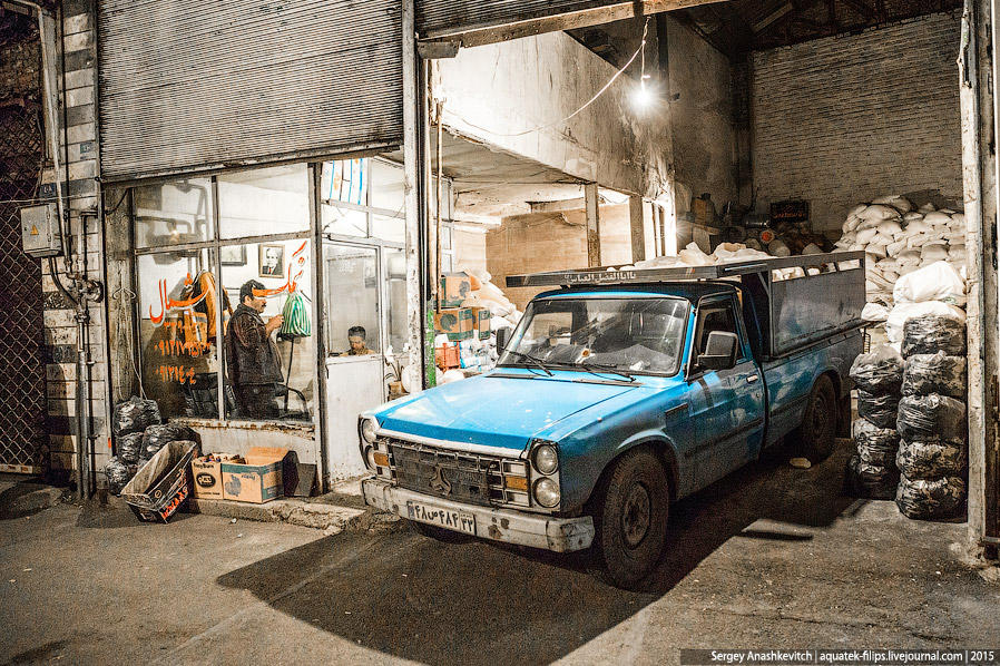 46. Иранцы рано начинают рабочий день и довольно рано его заканчивают. Солнце заходит около 6 часов