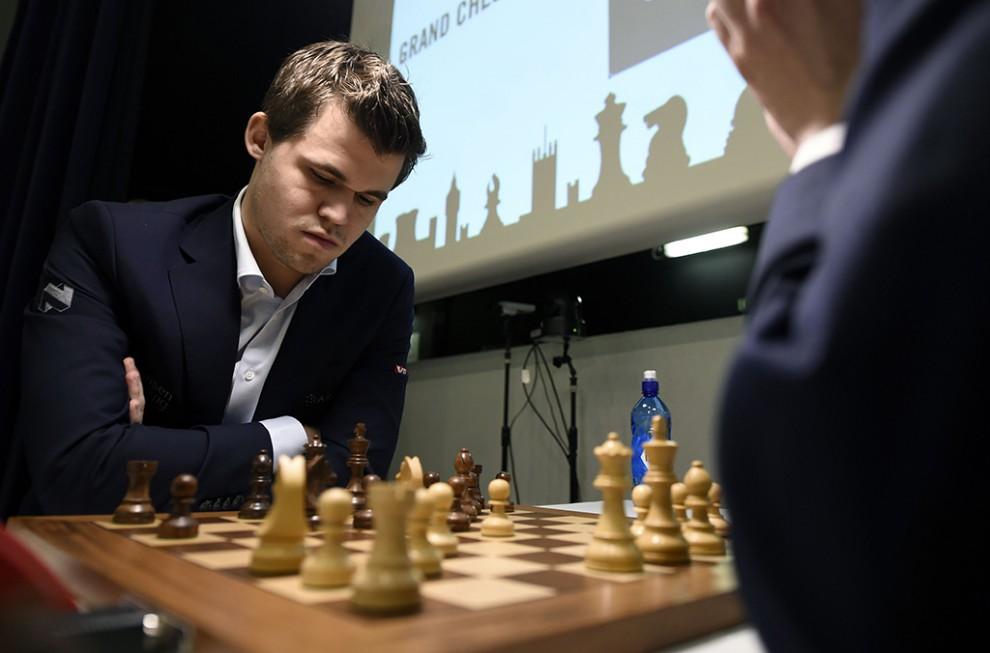 Шахматы — настольная логическая игра со специальными фигурами на 64-клеточной доске для двух соперни