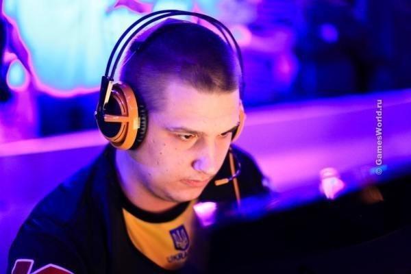 Даниил Тесленко — украинский киберспортсмен, также известный под псевдонимом Zeus. Профессиональный