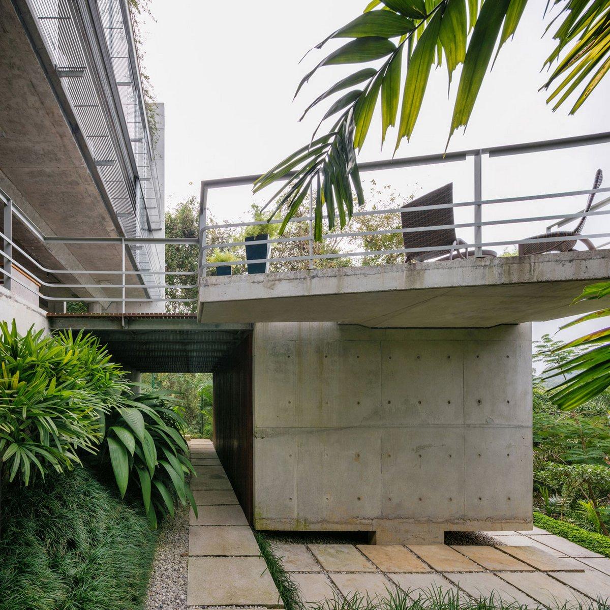 бетонный фасад частного дома