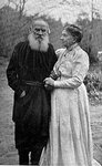 200px-Tolstoy_and_wife_1910.jpg