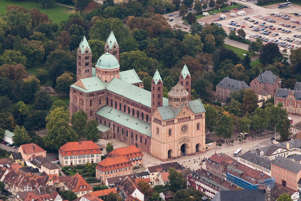 Aerial_photograph_Speyer_Cathedral.jpg