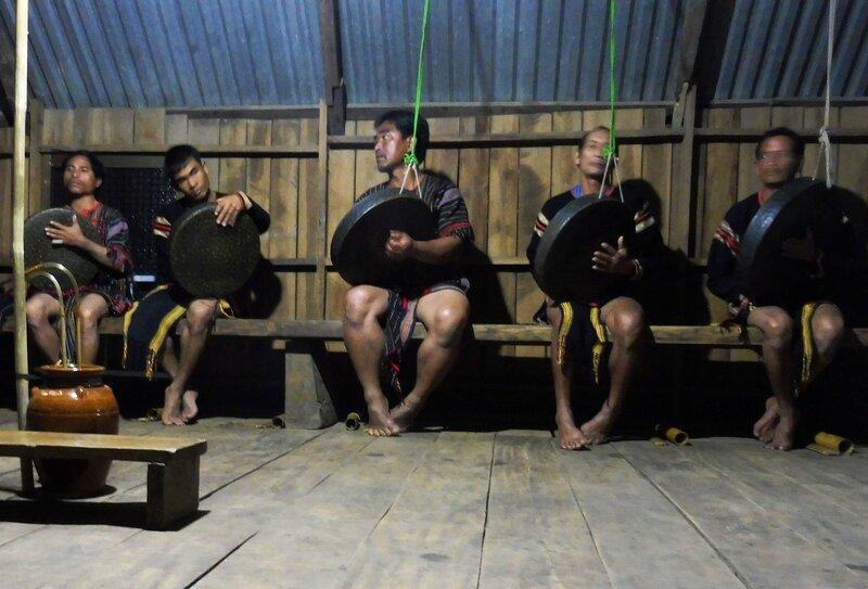 Выступление фольклорного коллектива мнонгов