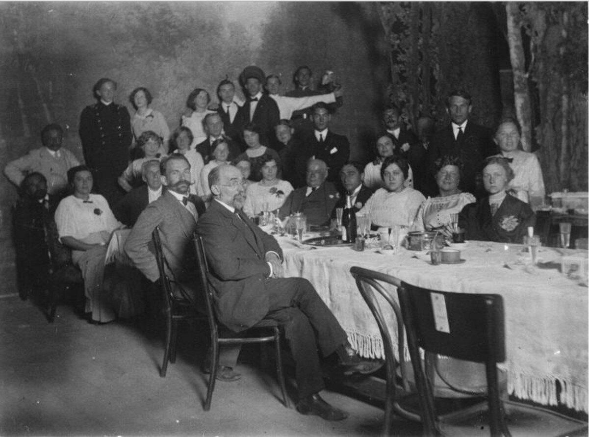 1913. Групповой портрет актеров Ильинского театра