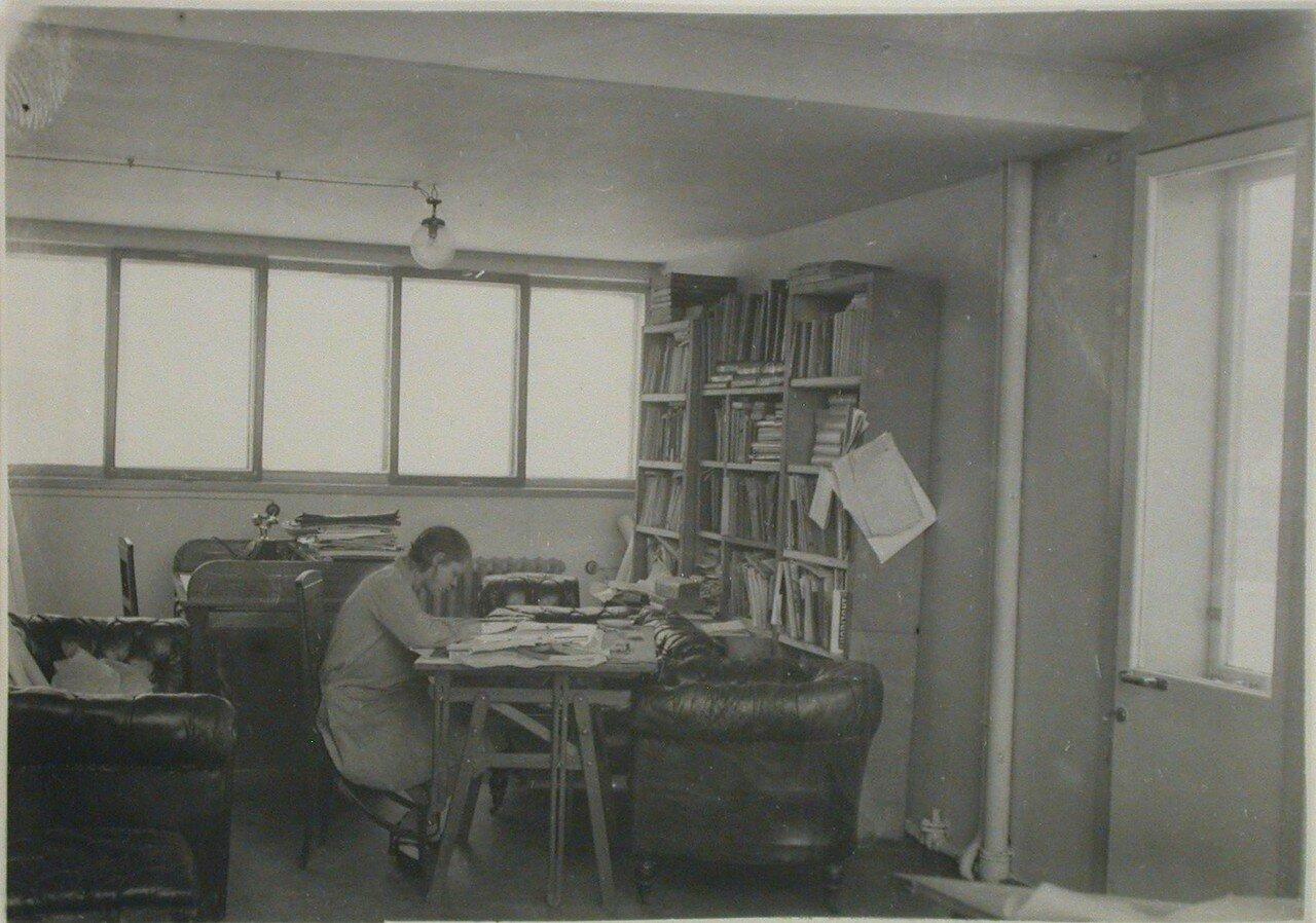 Внутренний вид студии Моисея Гинзбурга