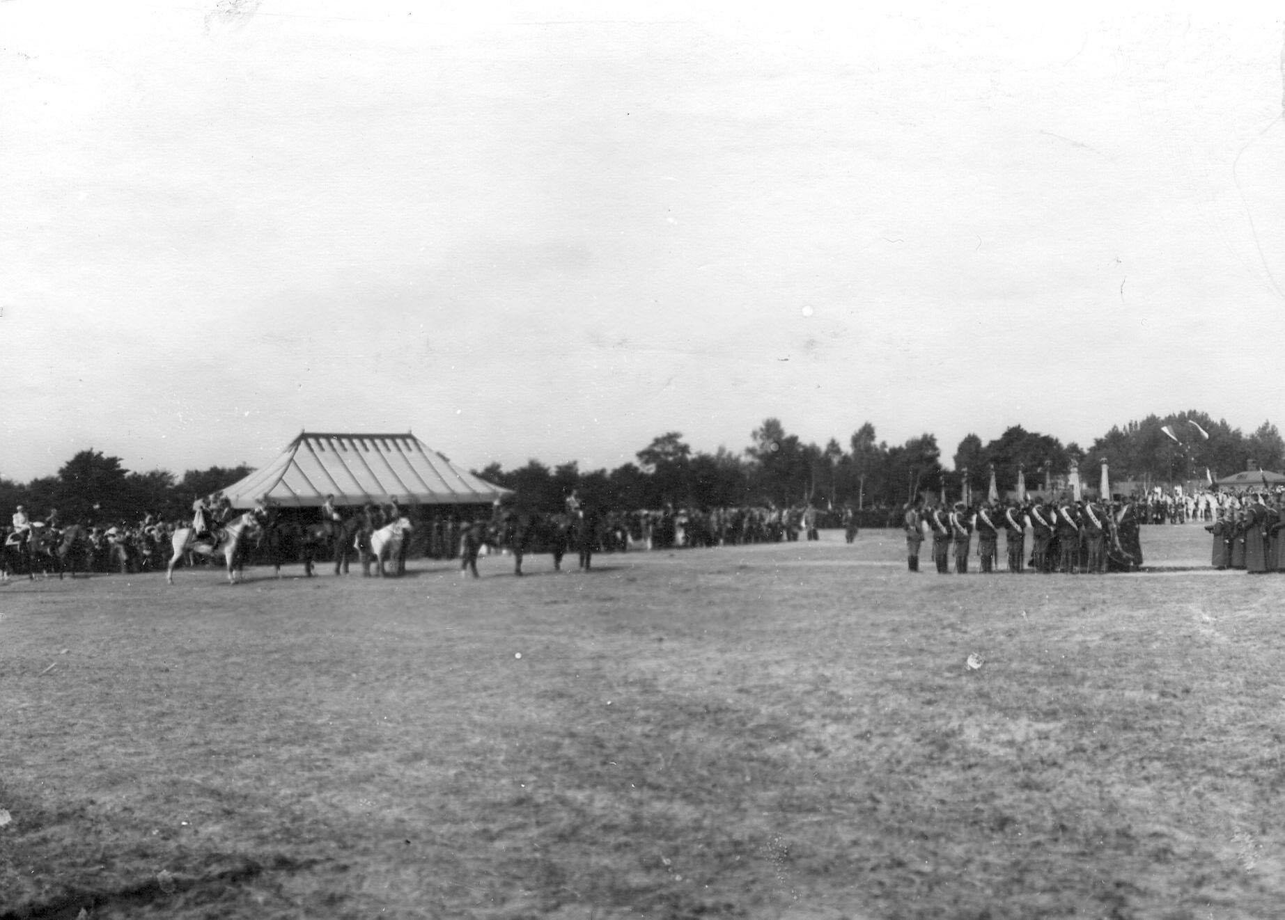 Парад в честь 250-летнего юбилея Уланского полка