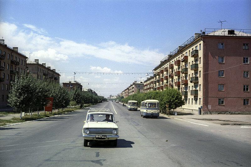 1974 Улица Ленина в Усть-Каменогорске. Иосиф Будневич.jpg