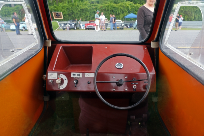 1978-1981_Super_Comtesse_3-wheeler_dashboard,_Lime_Rock.jpg