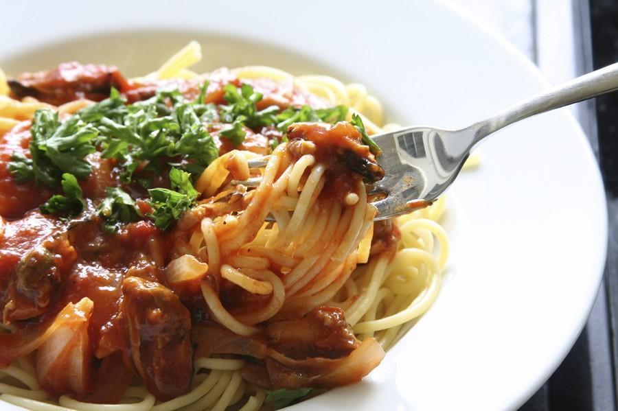 9. Спагетти (итал. Spaghetti) - вид пасты. Родиной спагетти является Италия, и они широко используют
