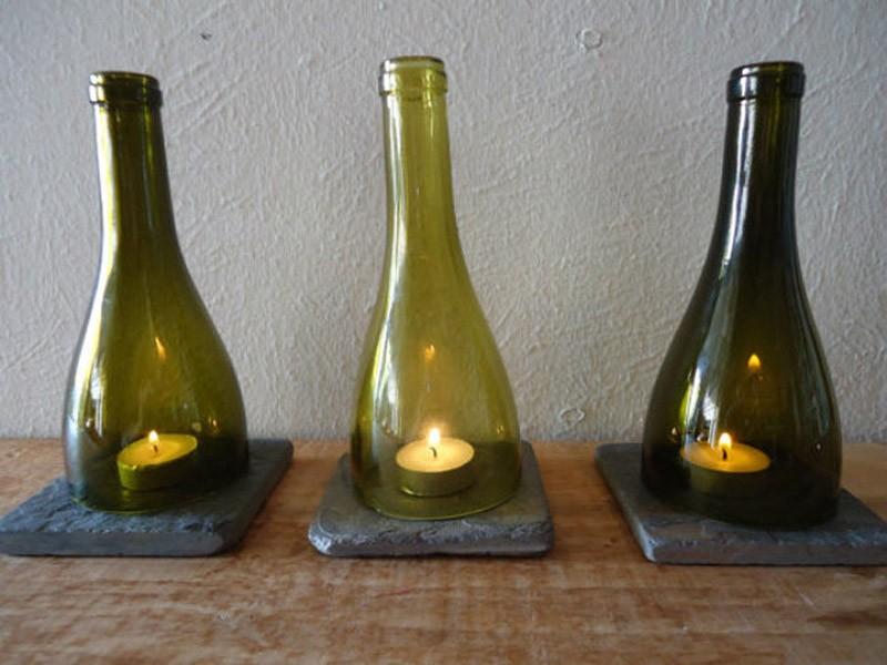 3. Подсвечники. Длинное горлышко бутылки не даст свече погаснуть, а стекло защитит от ветра.