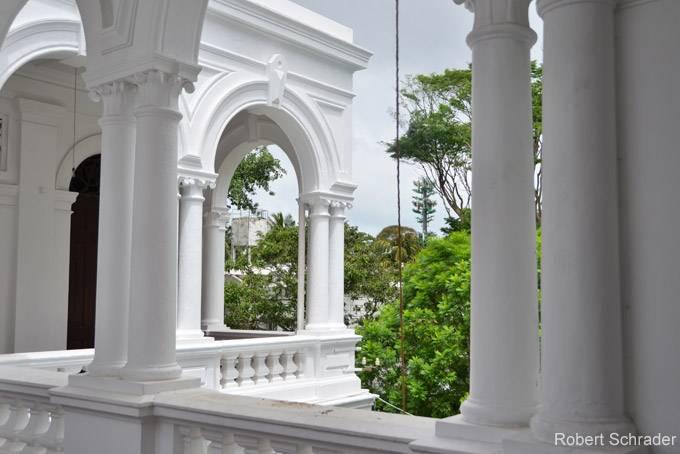 4. Буддистский храм Гангарама За свою долгую историю Шри-Ланка сменила немало правителей, но одно ос