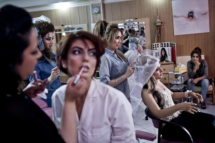 3. Женщины в салоне красоты, куда мужчины не имеют права заходить. Работать в салоне для мужчин тоже