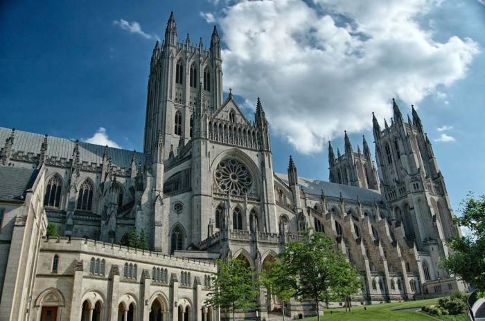 Главный собор англиканской церкви в США — шестой по величине в мире. Его строили 83 года — с 1907 по