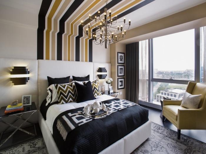 Экстравагантная обстановка спальной комнаты. Несколько геометрических принтов в схожей цветовой гамм