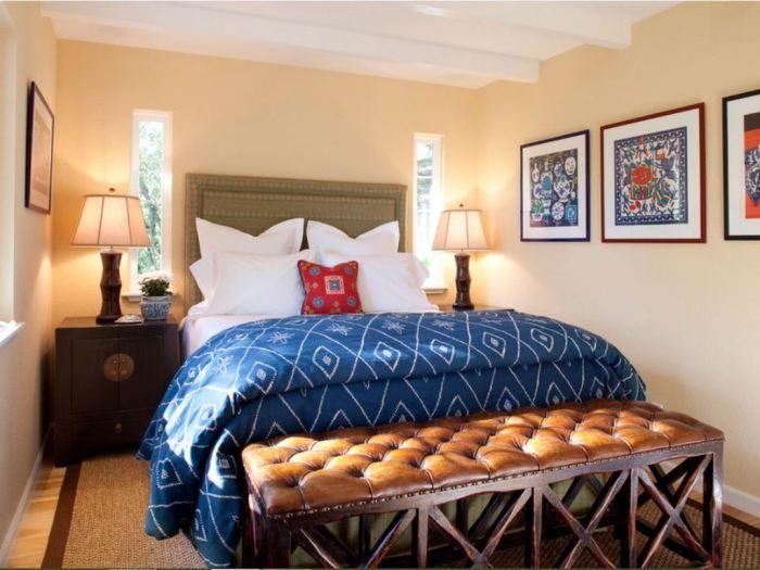 Комната с нотками этники. Яркие этнический декор – подушки и картины с характерными принтами,