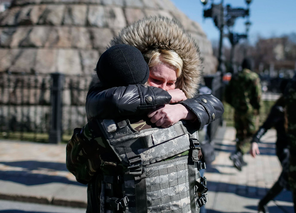 16. Украинский военнослужащий. (Фото Vadim Ghirda   AP):