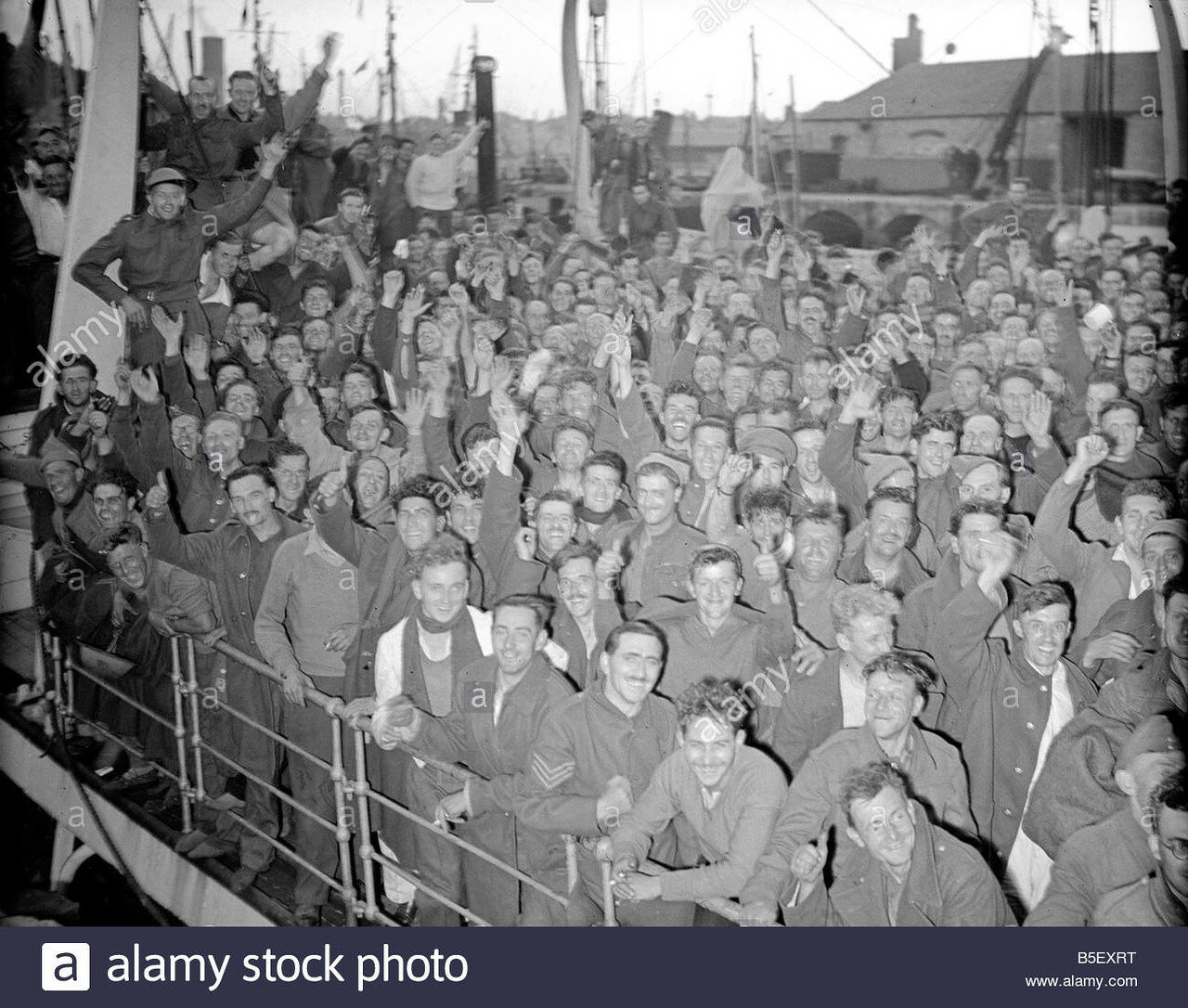 british-expeditionary-forces-return-from-dunkirk-june-19401310w318f-B5EXRT.jpg
