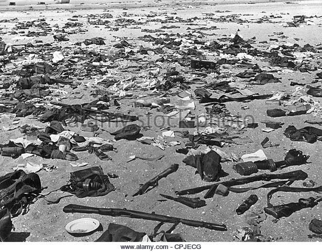 equipment-of-the-british-army-on-the-beach-at-dunkirk-1940-cpjecg.jpg