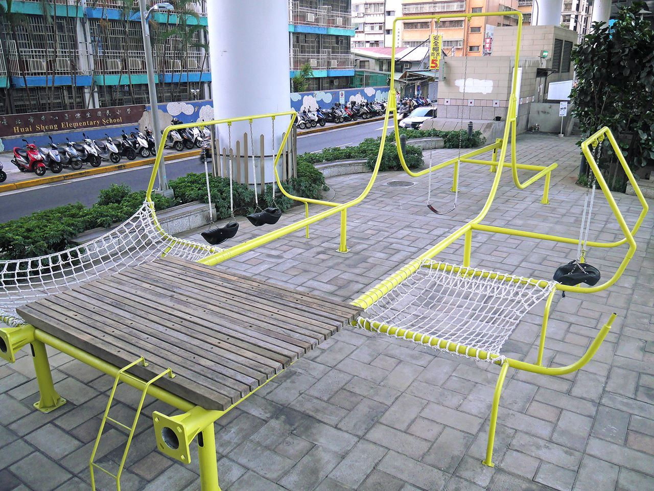 A Public Park in Taipei Welded From Recycled Light Posts