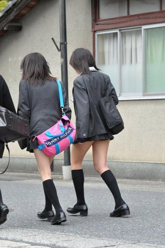 фото под юбками школьниц