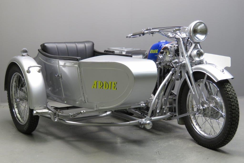 Ardie Silberpfeil SS31 1931 - старинный мотоцикл с коляской