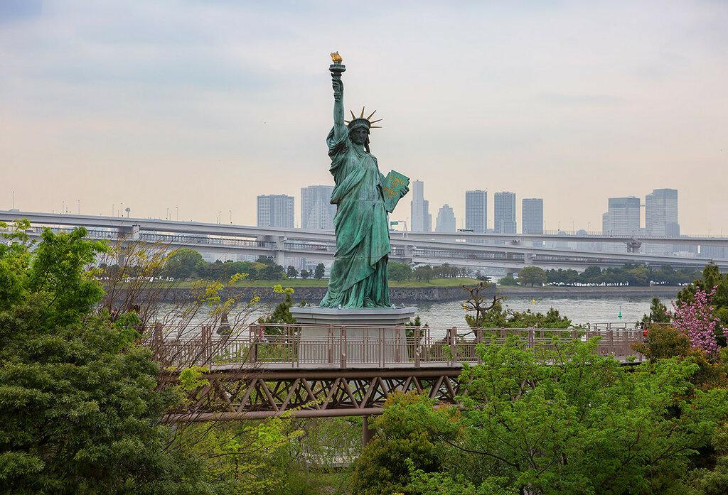Токио. Статуя Свободы на острове Одайба.