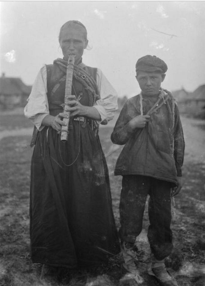 Андреевщина. Пастушка  Наталия возвращается со своим сыном Василием