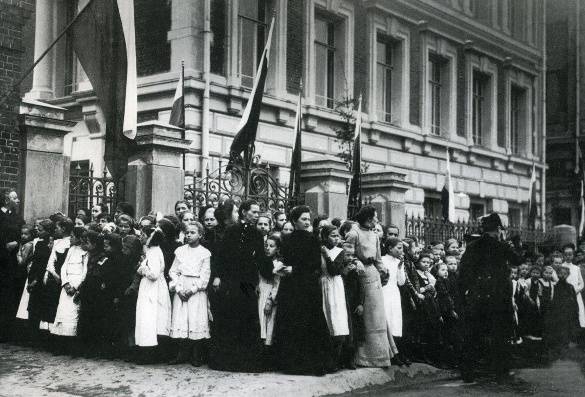 1903. Прибытие императора Николая II в городское училище имени императора Александра II