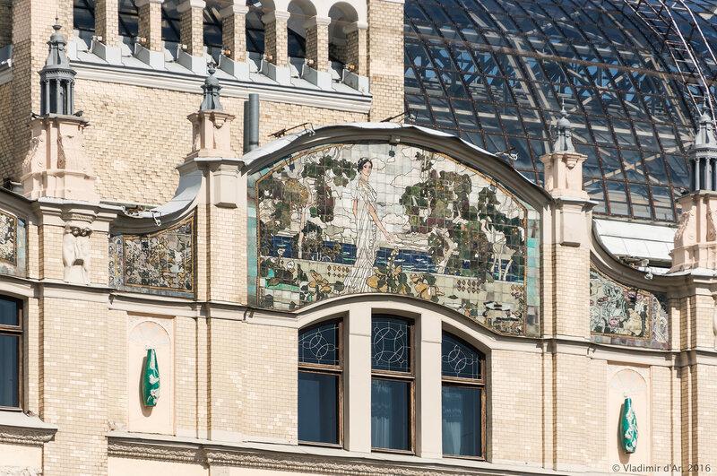 Майоликовое большое панно «Клеопатра» и малые панно на западном фасаде гостиницы «Метрополь». А.Я. Головин.
