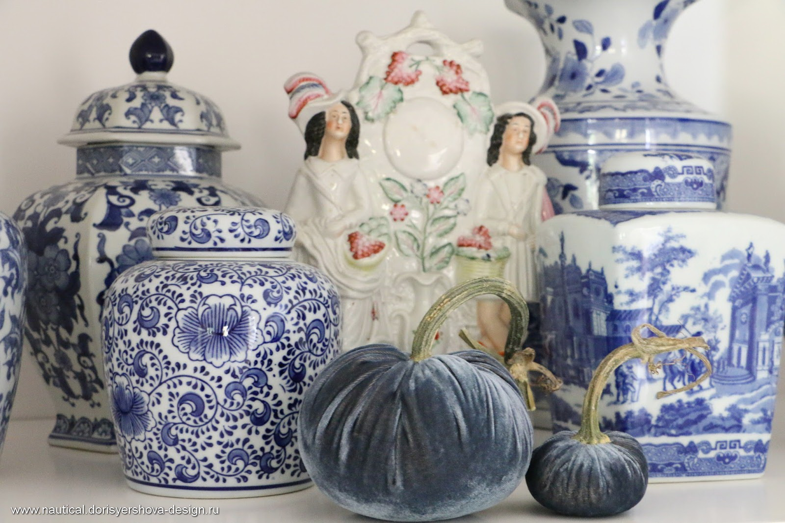 тыквы из бархата и китайские вазы