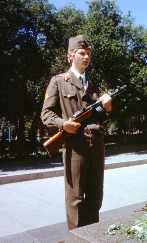 MA69 stalingrad, approaching, youth guards in central park, MPA img1594.jpg