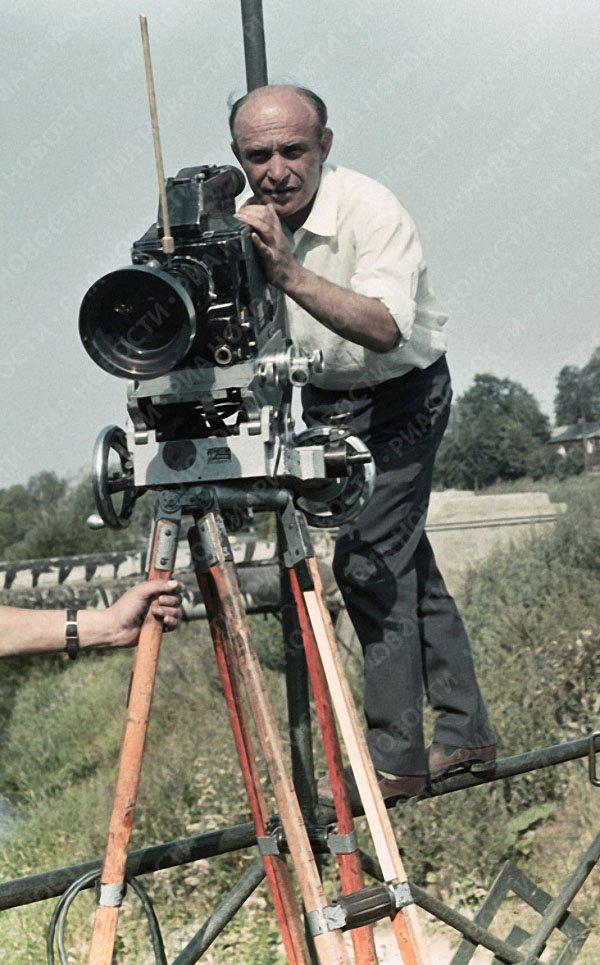 13. Аркадий Райкин во время отдыха. 1963 год. Фотохроника ТАСС