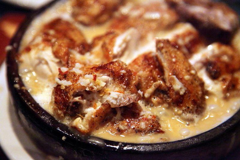 Шкмерули (курица в молочно-чесночном соусе) Этот рецепт родом из горного села Шкмери, расположенного