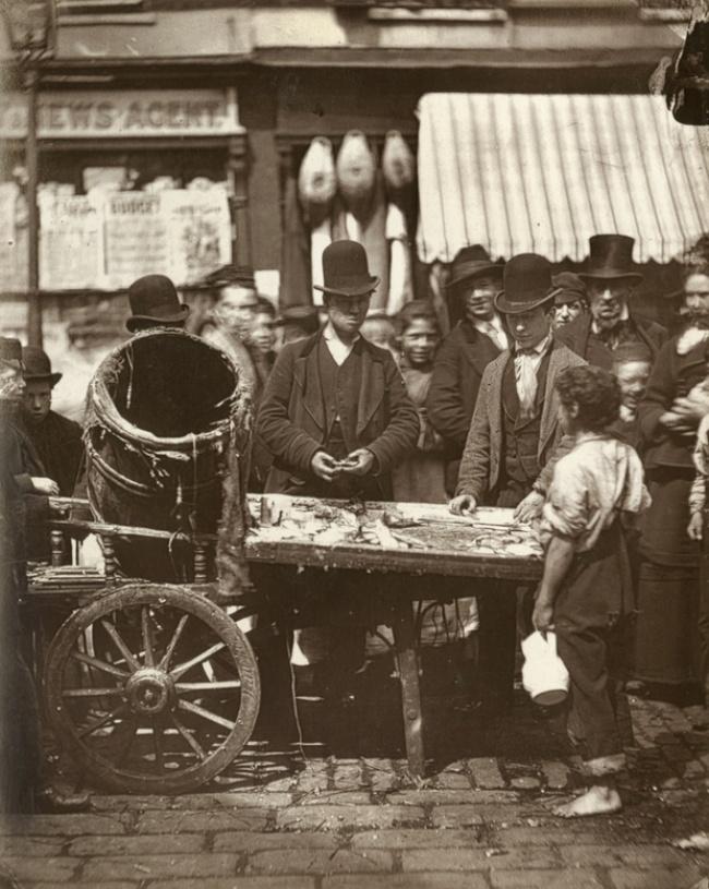 © lse.ac.uk  Рекламные доски наулицах Лондона. Англия, 1877 год
