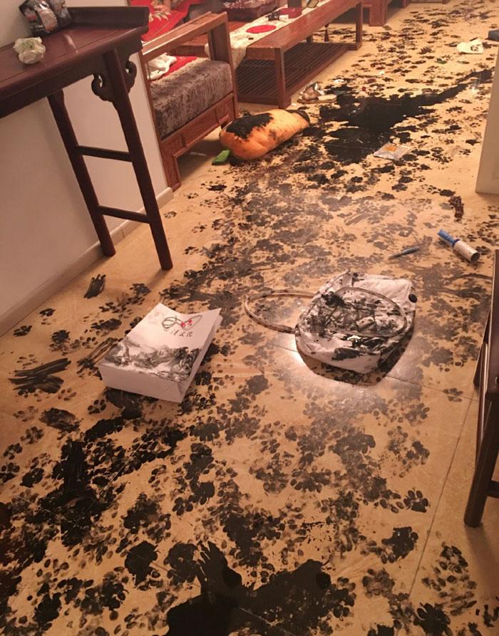 В итоге все полы были покрыты авторским узором, а на одеяле поставлена подпись.