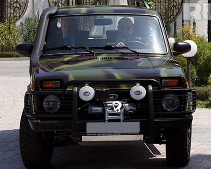 Президент РФ Владимир Путин за рулём LADA 4х4 Джунгли. Важно отличать модификацию