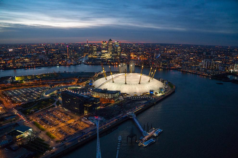 18. Рассвет в Лондоне. Тауэрский мост, небоскреб «Осколок» и Лондонский Сити. (Фото Jason Hawke