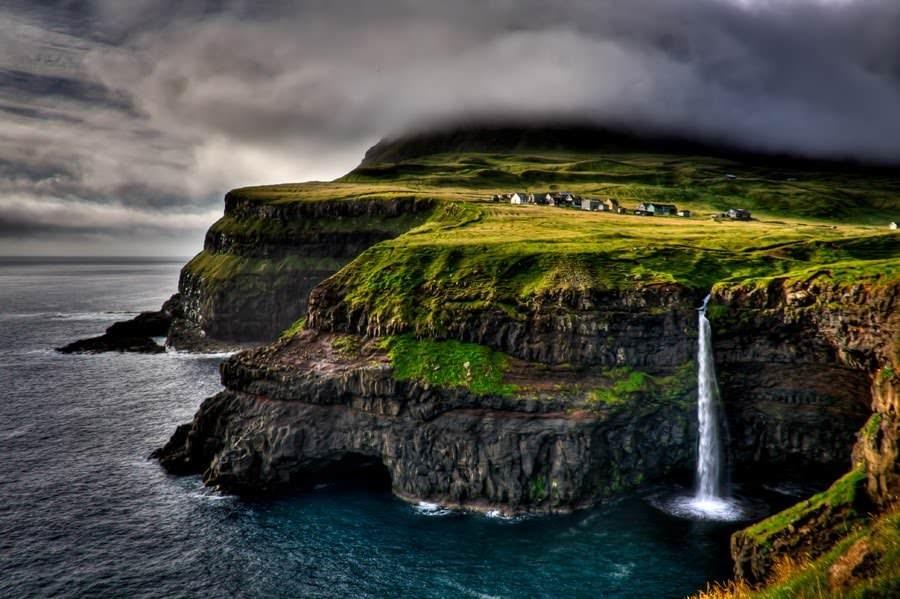 Таинственная цепь Фарер ксеверу отШотландии едвали известна широкому кругу туристов. Напротяжени