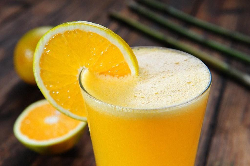 9. Апельсиновый сок поможет сохранить хорошее зрение до самой старости. Сок содержит много лютеина,