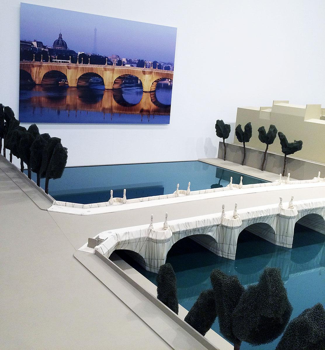 39. В одном из залов комплекса проходила выставка американского скульптора и художника болгарского п
