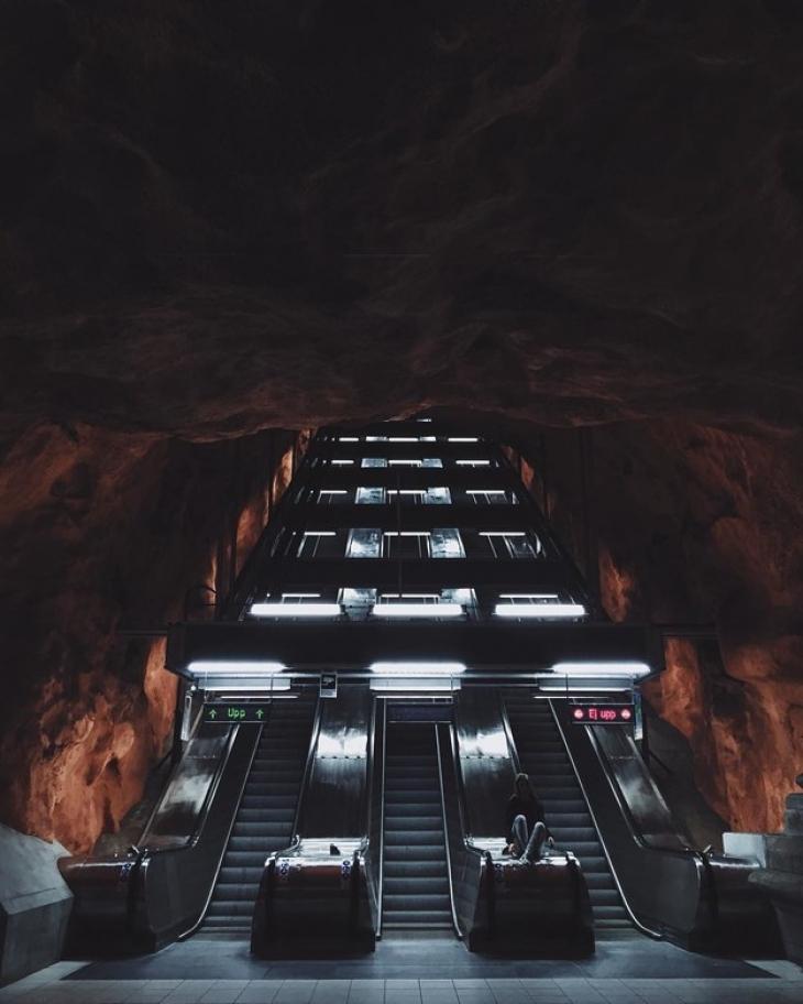 На станции стокгольмского метрополитена под названием «Родхусет» установлен единственный в мире волш