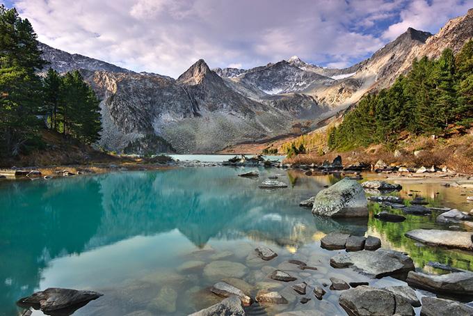 Сезон Хороший сезон для поездки на Алтай — с мая по сентябрь. Зима здесь длится с ноября по ап