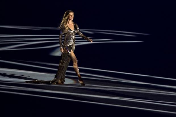 Жизель Бюндхен Доход: $30,5 млн Страна: Бразилия Возраст: 36 лет Контракты: Chanel, Carolina