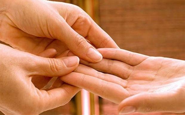 Ученые изобрели новый способ вернуть подвижность парализованной руке