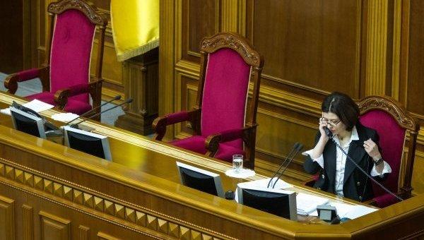 Депутату Верховной рады Украины отключили микрофон за российский язык