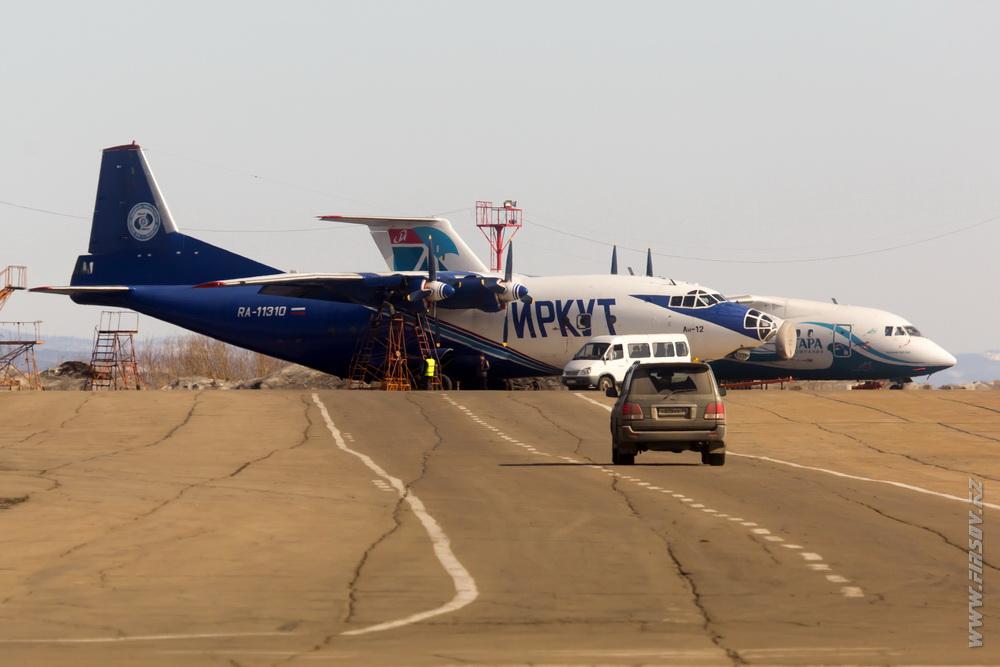 An-12_RA-11310__Irkut_1_IKT.JPG
